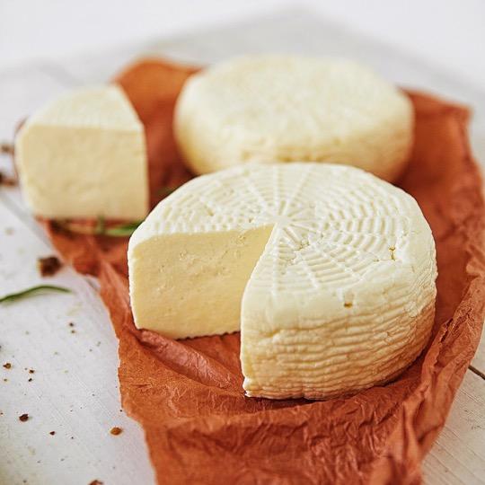 Адигейський — вершковий сир з ароматом топленого молока