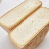 Коров'ячий сир Том - напівтвердий сир з щільною текстурою