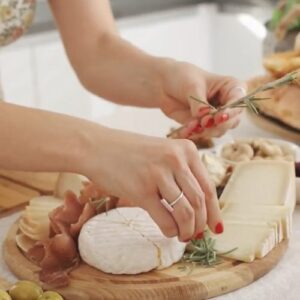 Як скласти сирну тарілку вдома? Топ-3 поради
