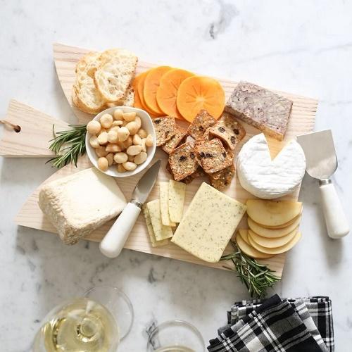 Як скласти сирну тарілку вдома?