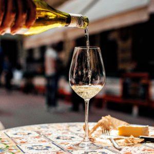 Біле вино і сир