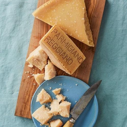 Пармезан або Parmigiano-Reggiano — у чому секрет сиру?