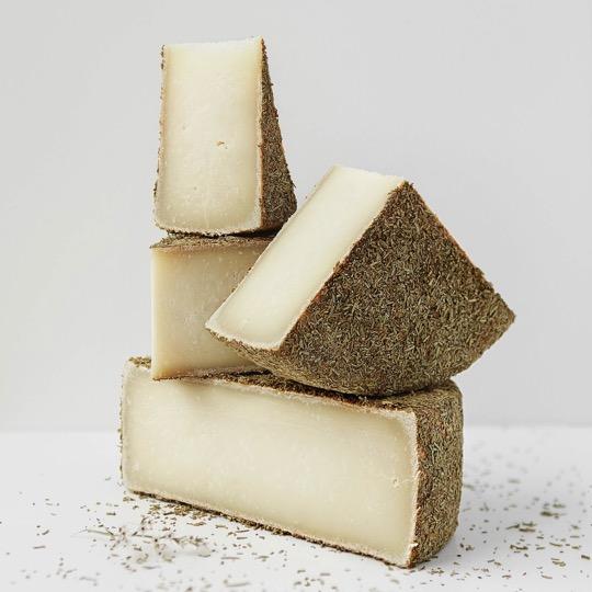 Сир Пекора – виготовлений з двох видів молока