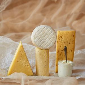 хітовий набір ремісничих сирів від сирні мандри