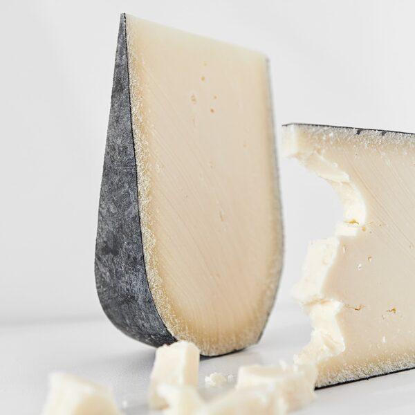 Бікоз — твердий сир з козиного молока 15 місяців витримки