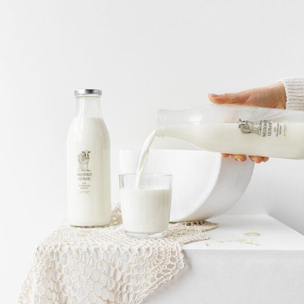 Цільне молоко у скляній пляшці, 1л