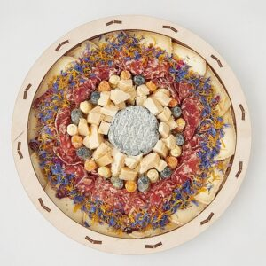 Сирна тарілка весняна — подарунок до свята