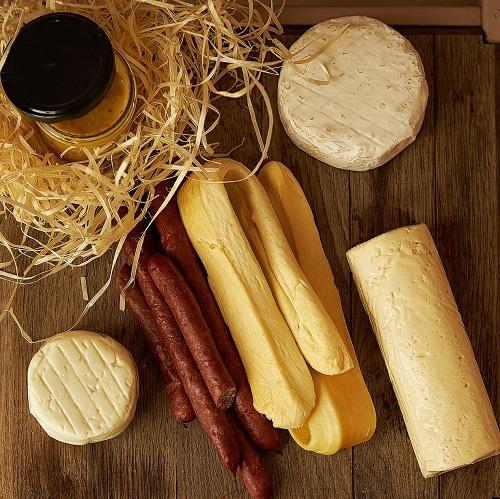 Набір крафтових сирів на природу